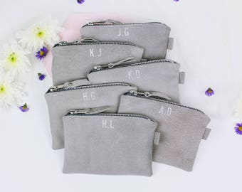 Bridesmaid Suede Clutch Set // Bridesmaid Gift // Set of 6 Wedding Bags // Personalised Bridesmaid Bags // Leather Monogrammed Bag