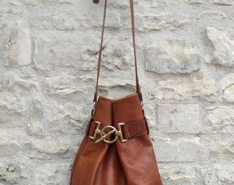 French vintage Texier shoulder bag in chestnut brown leather.