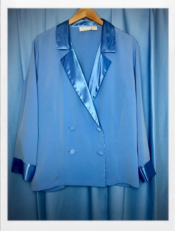 "Vintage Women's Pajama Top Jacket Style Fit Size Medium to Large 22"" Width 28"" Length"