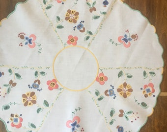 Beautiful Vintage Hand Embroidered Table Centre