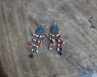 Black earrings with symmetrical dangling stones