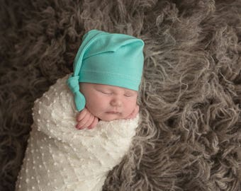 newborn knot hat - mint