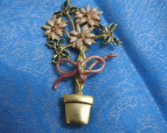 stunning vintage gold plate and enamel christmas poinsettia brooch