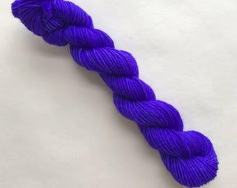 DEEP VIOLET hand dyed yarn mini skein. sock fingering yarn, merino wool superwash knitting embroidery. 4 ply. dark violet purple yarn