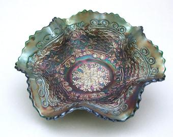 Fenton 'Leaf Chain' ruffled bowl