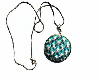 DIY Fishscales Round Pendant in Teal