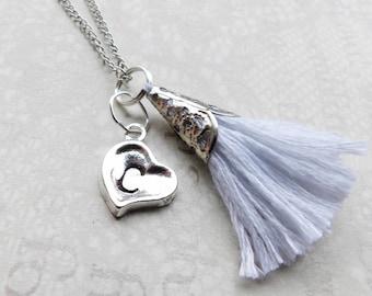 Collier personnalisé, coeur en argent avec initiale et votre choix de pompon, collier Minimal, bijoux de mariée, demoiselle d'honneur collier cadeau