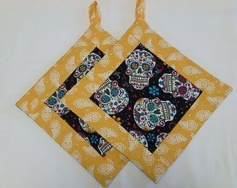 Sugar Skull Potholders 2, Day of the Dead Quilted Fabric Hotpads Set of 2, Unique Handmade Pot holder Gift