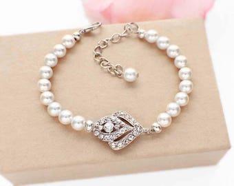 Art Deco wedding bracelet, pearl rhinestone bridesmaid bracelet, rhinestone  bridal bracelet, vintage  style, wedding pearl bracelet