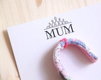 """Lot de 2 Crochets Personnalisables """"MUM"""" // Fête des mères Mamans // Cuisine Salle de Bain Décoration // Tissu et message gravé au choix"""