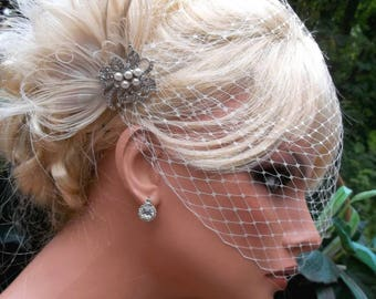 Wedding Hair Clip, Bridal Fascinator,French Net Bridal Veil,Vintage Style Brooch, Feather Fascinator, Ivory Wedding Fascinator, Bridal Veil