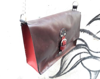 Genuine leather shoulder bag entirely hand-sewn vintage style