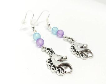 Boucles d'oreilles pendantes argentées licornes perles rondes bleues violet, kawaii, bijou fantaisie breloques