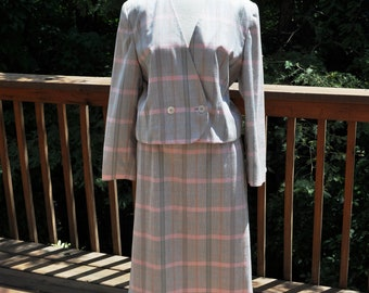 Vintage Pendleton 2 Piece Suit. Plaid Size 12 Blazer and Skirt. Interview suit. Office or Profesional Wear. Taupe suit coat and skirt.