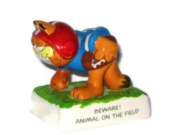 Vintage Football 1978 Garfield the Cat Jim Davis United Feature Syndicate Porcelain Figure Ceramic figure Beware Animal on the Field
