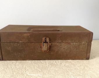 Vintage Green Tool Box, Rustic Box, Industrial Box, Metal Tool Box, Old Tool Box, Farmhouse, Cottage Chic, Industrial Decor, Storage Box