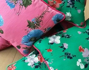 So vintage and kitsch sooo flowers cushions!