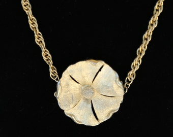 Gold flower pendant chain