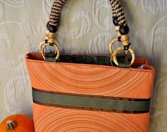 Round and Round Hand Bag