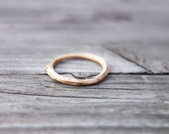 slim rosegold twig ring. recycled sterling silber, rosé gold plated.