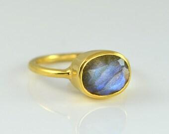 Labradorite Ring, trendy ring for women, Gemstone Ring, Stacking Ring, Gold Ring, Oval Ring, Sterling Silver Ring, Blue Labradorite Jewelry