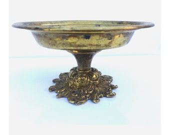 Brass Soap Dish -- Gold Soap Dish -- Pedestal Soap Dish --  Soap Dish -- Brass Pedestal Soap Dish -- Vintage Soap Tray -- Brass Soap Tray