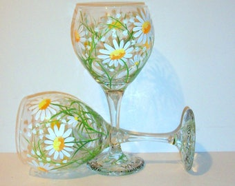 White Daisies & Babies Breath Hand Painted Wine Glasses Set of 2 / 20 oz. Springtime, White Daisy, Wedding, Birthday Gift Bridesmaid Gift