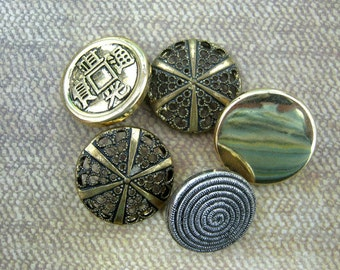 5 plastic and metal gold buttons