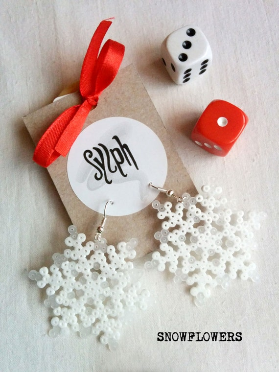 Frosty looking 8bit Snowflowers earrings in snowflake shape made of Hama Mini Perler Beads, winter is coming, try not to get frozen!