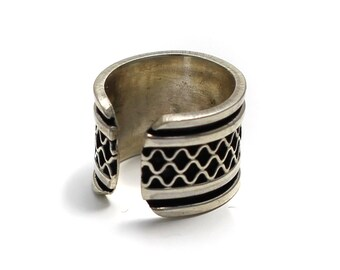 Part oxidized 925 sterling silver Ohrklemme with plaid pattern