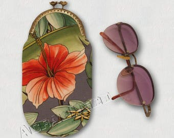 Glasses case - Hibiscus and exotic foliage - pink Orchid/fuchsia/white-Foliage Green on grey background.