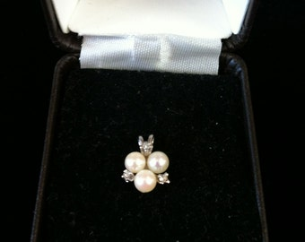 14 K White Gold Charm Fresh Water Pearl With 4 Sparkling Czs, 1.1 gm.