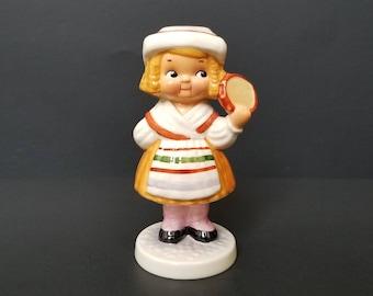 Dolly Dingle In Italy  - Dolly Dingle Goebel - Goebel Figurine  - Dolly Dingle Series
