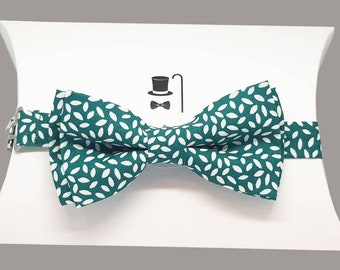 Rich Green with White Rice Pre-Tied Bow Tie.