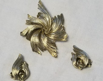 Vintage Signed Lisner Gold toned Brooch and matching clip on earings