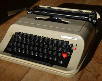 Working Typewriter - Olivetti Lettera 92 (or 44K) - Working Perfectly