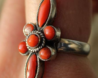 Ethnic Tibetan flower made of natural coral and Silver 925 ring