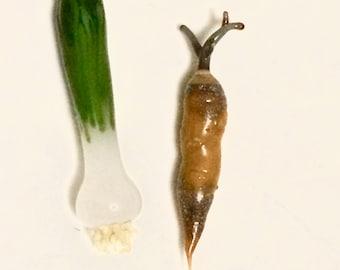 Mini glass carrot