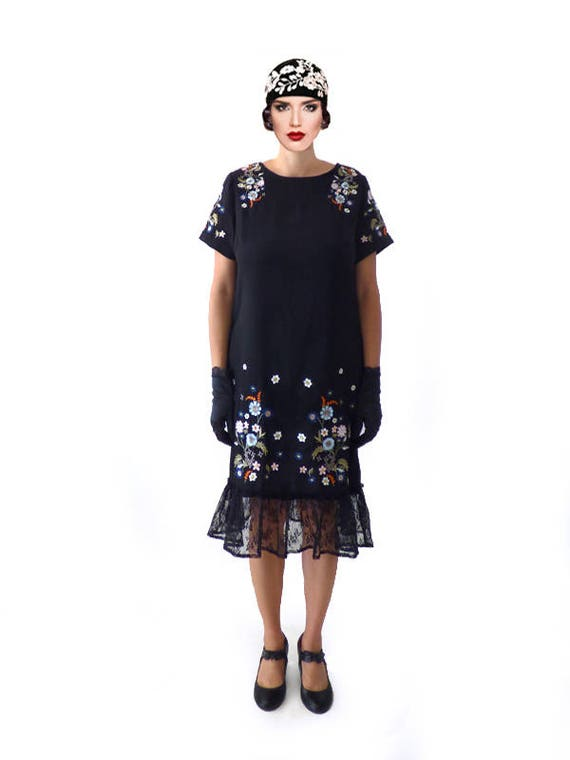 Roaring 20s Costumes- Flapper Costumes, Gangster Costumes Retro Black Lace Embroidery Flapper Dress $89.00 AT vintagedancer.com