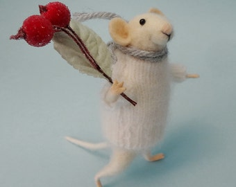 Needle Felted Animal  , Mouse with a bouquet , Decoration ,  Art Doll , Waldorf animal , Eco-friendly