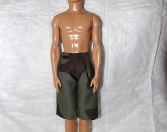 Board shorts in green camoflage print for male fashion dolls - kdc88