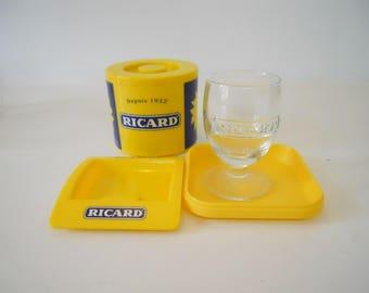 Français Pastis Ricard seau à glaçons 1 verre Ricard et 2 plateaux de Mini Ricard. Articles de Ricard ensemble. Bistro Français Cafe Bar