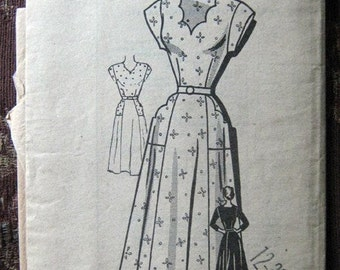 Sweet 40s 50s American Weekly Day Dress Pattern - Bust 30