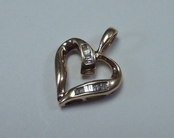 1.55 Gram 10K Yellow Gold Heart Shaped Pendant with Diamond Chips