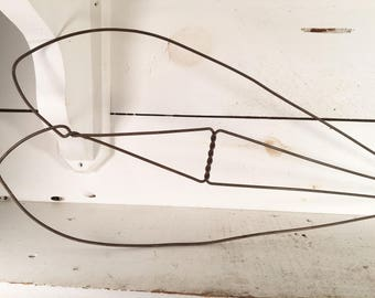 Antique Wooden Handled Rug Beater/Farmhouse Kitchen Primitive Wire Rug Beater with Wooden Handle/Shabby Chic Rug Beater/Rustic Rug Beater