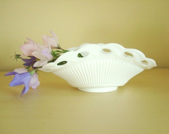Fostoria Betsy Ross vintage milk glass serving bowl, leafy rim, ribbed body, centerpiece bowl, fruit bowl, wedding decor, housewarming gift