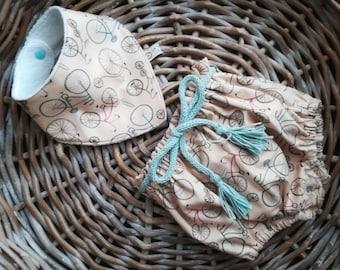 Baby Birth Gift Set size 3-6 months, high waist bib, cotton bib-bandana and cotton fleece, teething phase