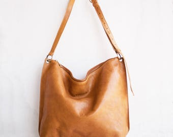 Meili Leather Crossbody Bag in Camel / Crossbody Bag /Leather Crossbody Bag /Leather Messenger Bag /Leather Slouch Bag /Slouch Bag/ Hobo Bag