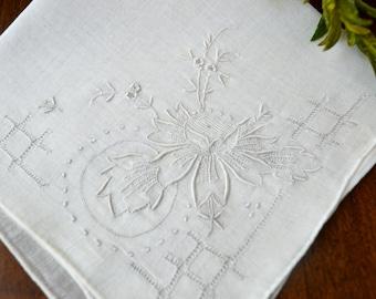 Mouchoir blanc Vintage, blanc sur blanc Floral laminés ourlet, cadeau de fille de fleur, mariage mariée, Vintage Vintage, Vintage mariée 3347