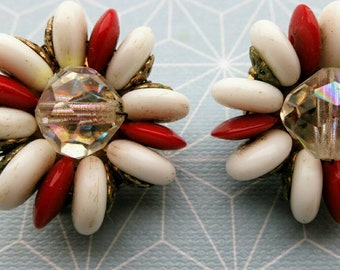 50s 60s Red and White with aurora borealis Earrings - mod rockabilly - 2 cm